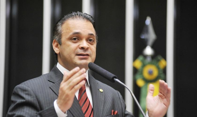 Roberto de Lucena é deputado federal pelo PV - SP e tem combatido a legalização das drogas no Brasil. (Foto: Divulgação)