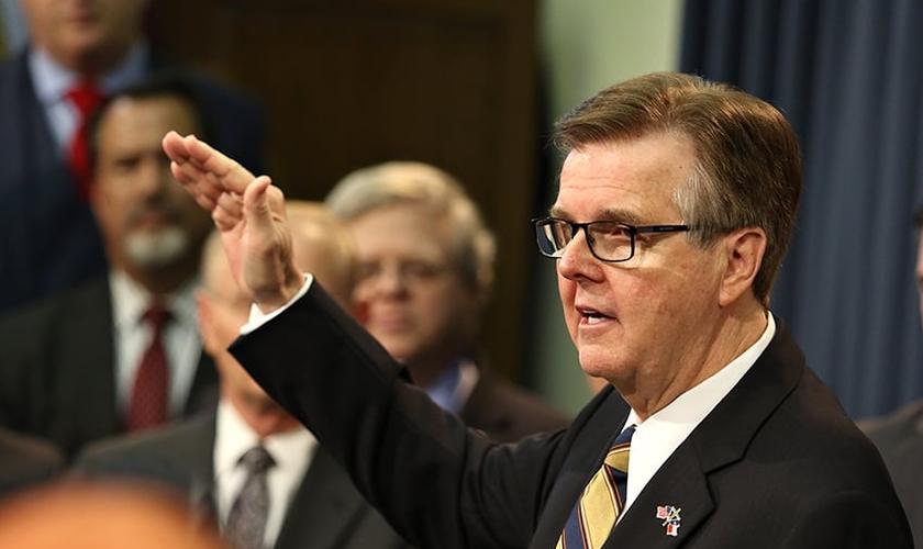 Dan Patrick é o atual governador do Texas. (Foto: The Daily Texan)