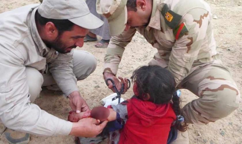 Missionários viram uma criança de três anos ser fatalmente atingida por uma mina terrestre. (Foto: Reprodução/Faith Wire)