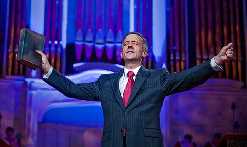 Pastor Robert Jeffress lidera a Primeira Igreja Batista de Dallas, no Texas. (Foto: D Magazine)