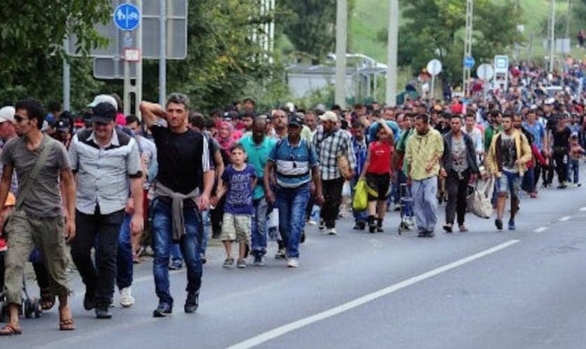 Refugiados na Europa. (Foto: republicbuzz)
