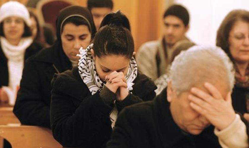 Cristãos participam de culto na Ásia Central. (Foto: Wordpress)