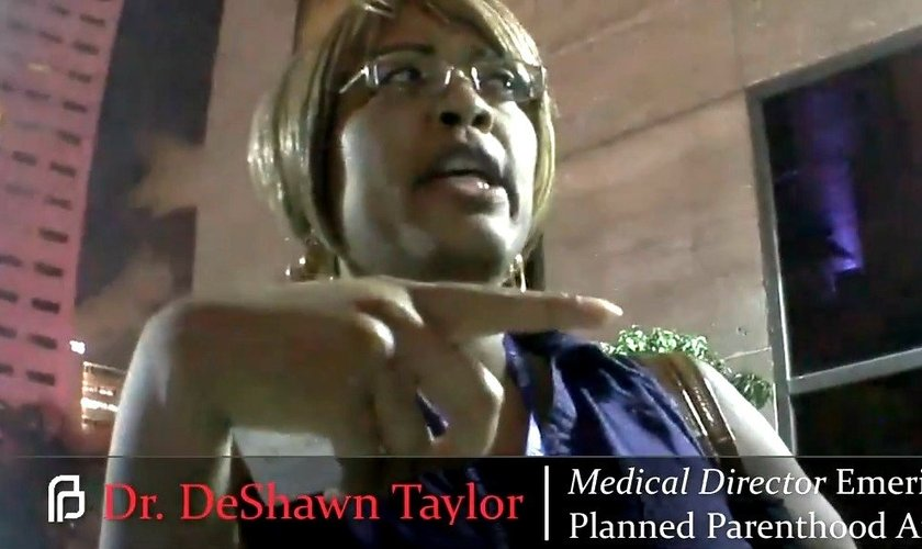 Dra. DeShawn Taylor é diretora de uma das clínicas da rede abortista, 'Planned Parenthood'. (Imagem: Youtube)