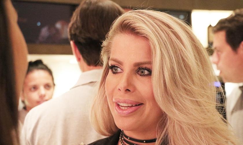 """Karina Bacchi em entrevista ao Guiame na pré-estreia do filme """"A Cabana"""". (Foto: Guiame/Marcos Paulo Correa)"""