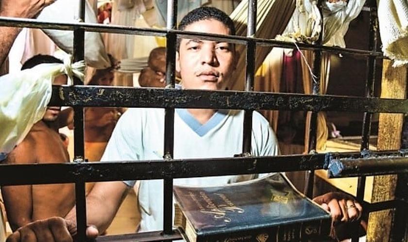 Os trabalhos de capelania e evangelização em presídios tem sido apontada como uma iniciativa eficiente para a ressocialização de presos. (Foto: Polêmica Paraíba)