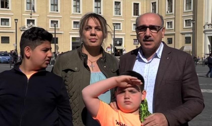 Família de Bashar Alsaqat. (Foto: Facebook)