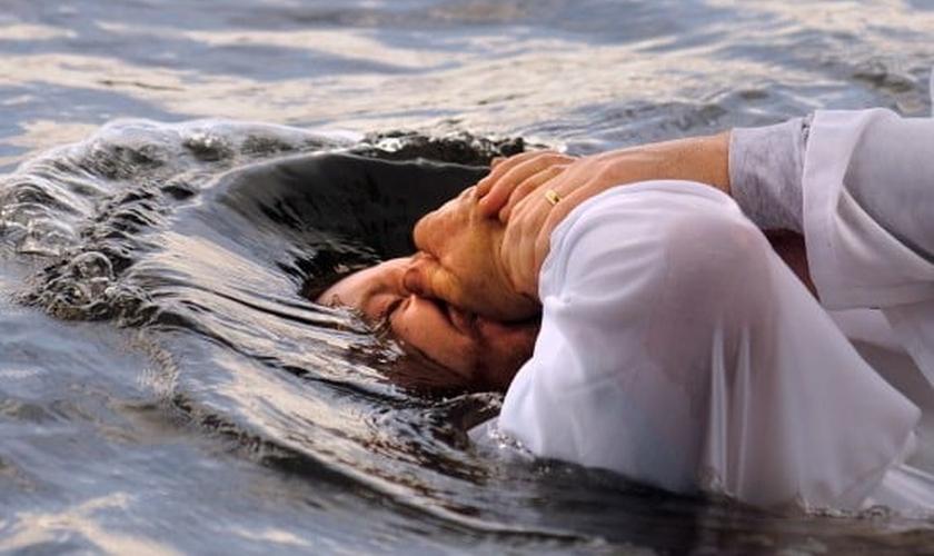 Batismo. (Foto: Christian in Pakistan News)