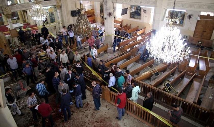 Atentado na igreja copta de Tanta deixou pelo menos 26 mortos e 50 feridos. (Foto: Khaled Elfiqi/EPA)