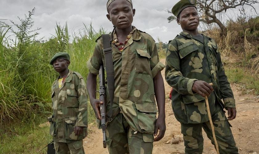 De acordo com o relatório, raptos de crianças pelo Boko Haram são cuidadosamente planejados e direcionados. (Foto: Reuters).