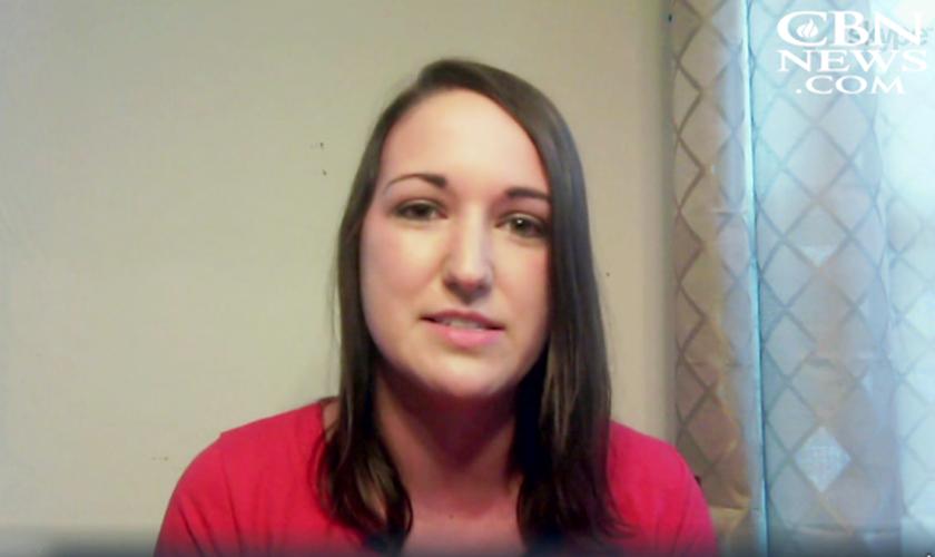 Stephanie Jones conta como sua fé a ajudou a vencer um tumor cerebral. (Foto: Reprodução/CBN News)