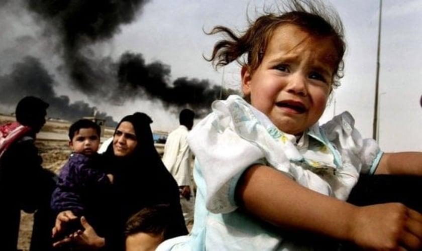 Famílias fogem de suas cidades, após invasão do Estado Islâmico, no Iraque. (Foto: Reuters)