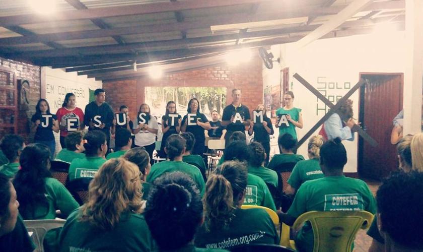 O grupo liderado por Ana fez a segunda visita na véspera do feriado de Páscoa. (Foto: ASN).