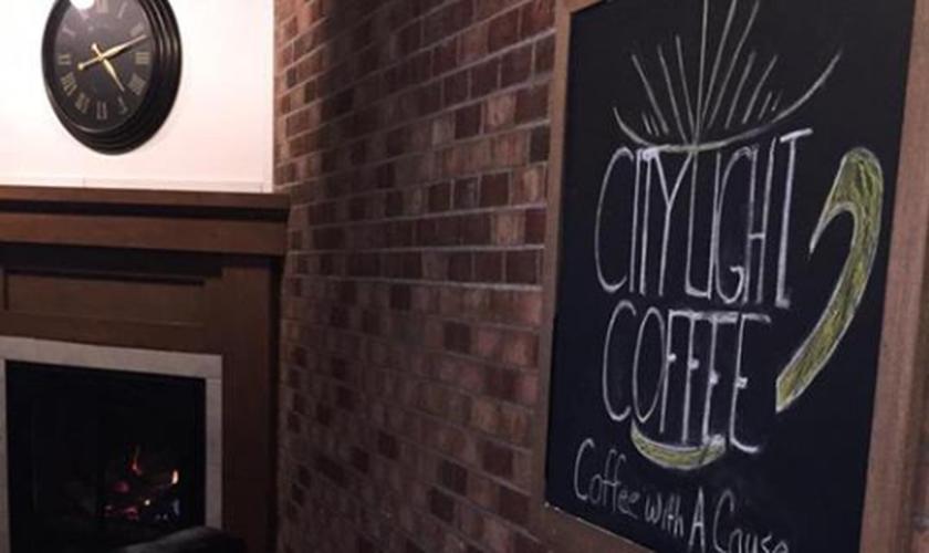 A cafeteria também ajuda com projetos sociais na cidade americana. (Foto: Reprodução).