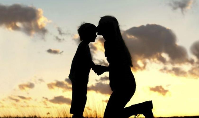 Mãe e filho. (Foto: BBC)