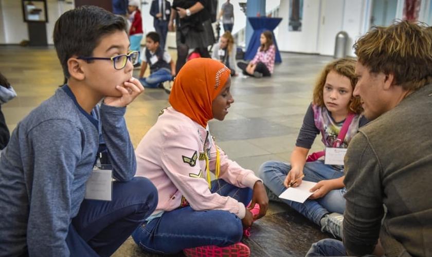 Ao longo dos anos, mais e mais refugiados vieram com o desejo de mudar de religião. (Foto: Reuters).