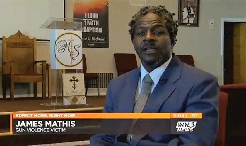Pastor James Mathis. (Imagem: Wave News)