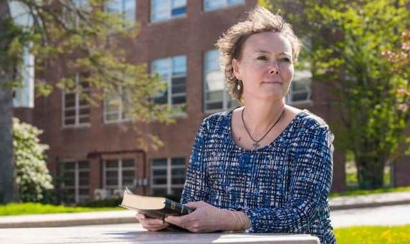 Toni Richardson é funcionária da escola de ensino médio 'Cony'. (Foto: Christian News Network)