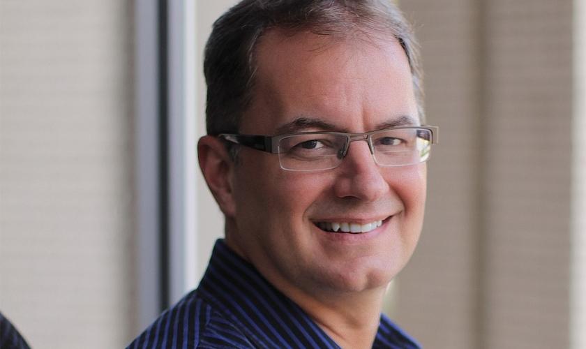 J. Lee Grady dirige uma organização cristã que leva Jesus para mulheres e meninas que sofrem abuso. (Foto: Reprodução).