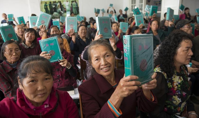 A implementação deste projeto exigiu a impressão das Bíblias em língua nativa. (Foto: Dag K Smemo).
