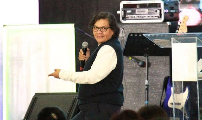 Isabél já plantou duas igrejas e já pregou em todos os estados do México. (Foto: Reprodução).