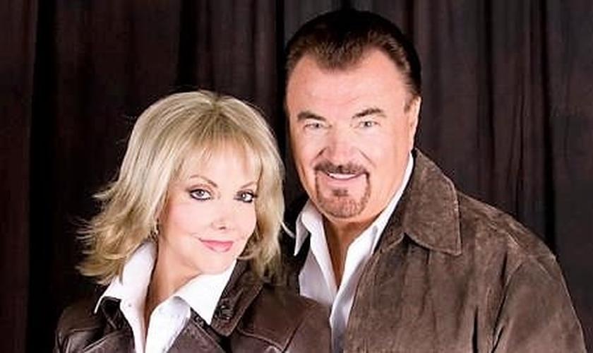 Pastora Carol Waisanen e seu marido, pastor Don. (Foto: Facebook)