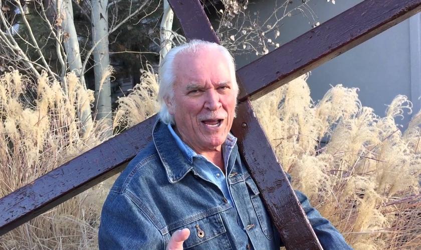 Arthur já compartilhou o Evangelho com políticos como George Bush, líderes como Yasser Arafat. (Foto: Reprodução).