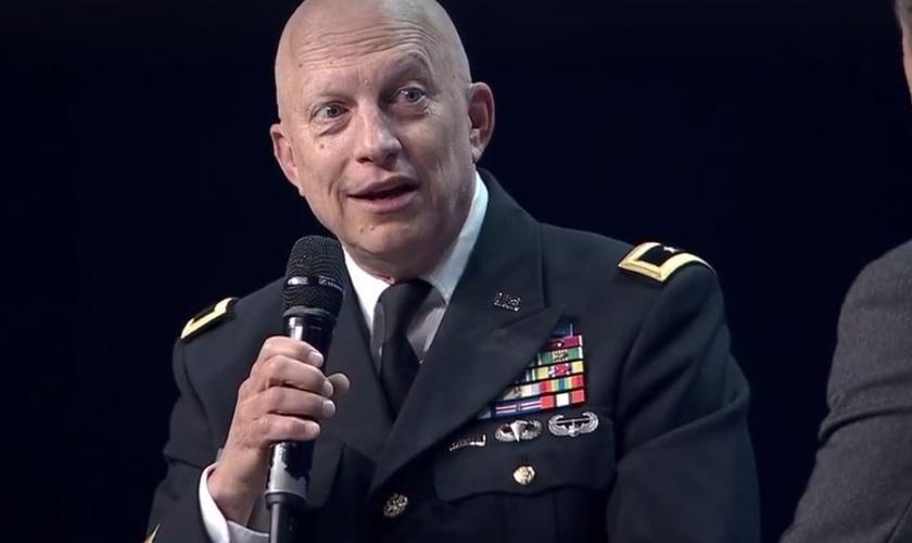 Daniel é pastor e atua como comandante do 76º Comando de Resposta Operacional da Reserva do Exército dos Estados Unidos. (Foto: Reprodução).