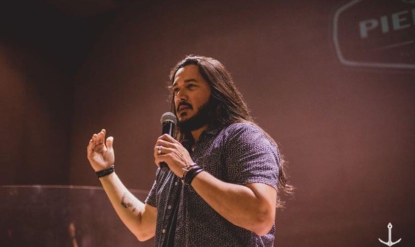 O pastor Ed Rocha é líder do Pier49, um movimento de discipulado orgânico no Rio. (Foto: Pier49Movement)