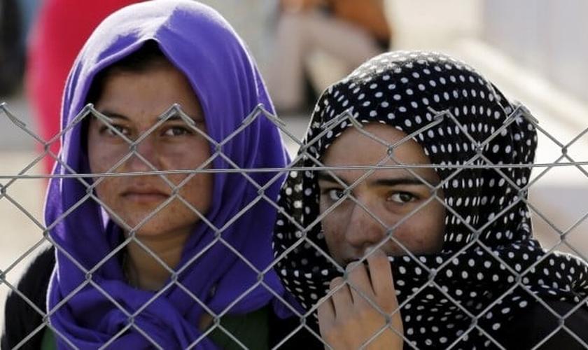 Mulheres Yazidi abrigadas em campo de refugiados, após terem sido vítimas do Estado Islâmico. (Foto: Reuters)