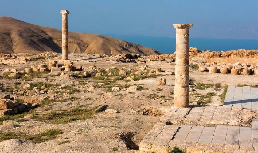 Colunas do salão da fortaleza de Maquero, onde Salomé dançou e posteriormente, pediu a cabeça de João Batista como prêmio. (Foto: Haaretz)