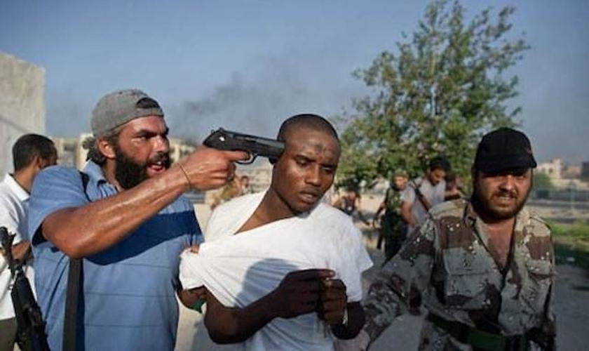Os evangélicos da Eritreia estão sendo abordados pelos oficiais de segurança. (Foto: Reprodução).