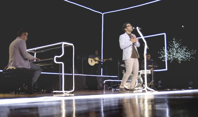 Gravado ao vivo em São Paulo (SP), o projeto apresenta 16 faixas. (Foto: Divulgação).