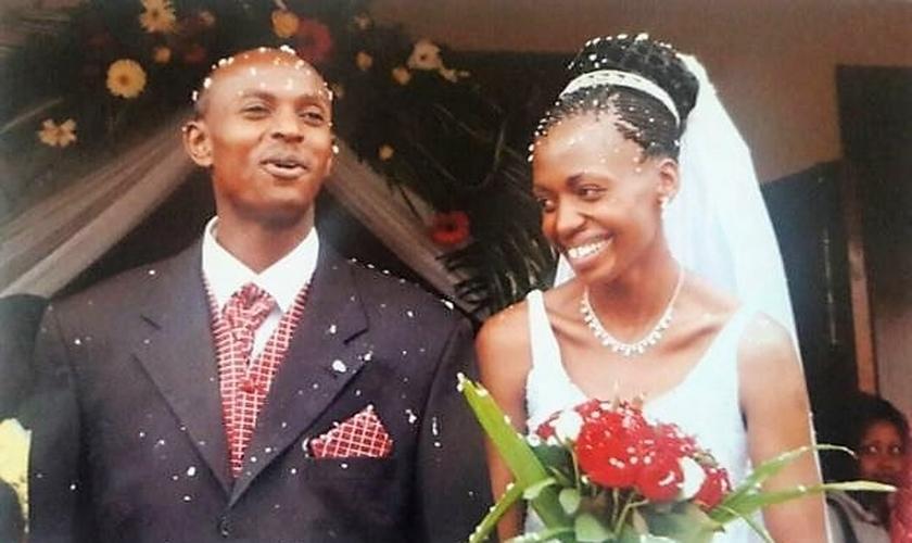 Harry e Terry Gobanga no dia de seu casamento. (Foto: Arquivo Pessoal)