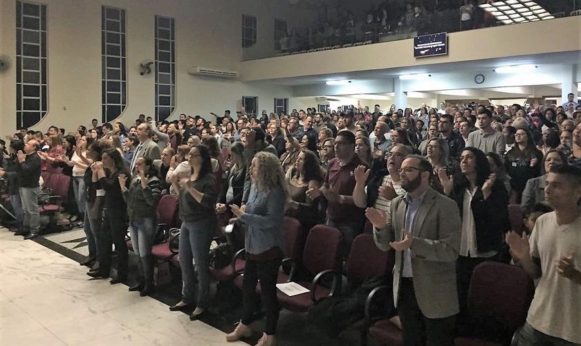 Centenas de pessoas foram curadas durante ministração do pastor Randy Clark, em Jundiaí. (Foto: Marcos Corrêa - Guiame)