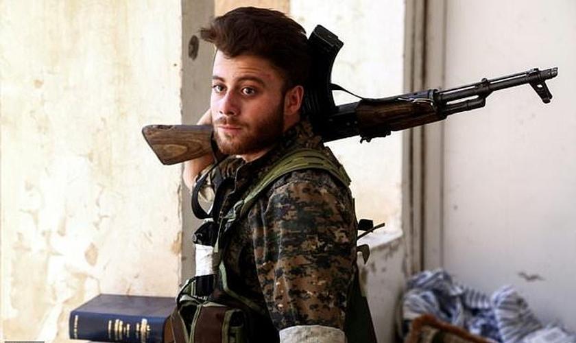 Dezenas de cristãos da Síria receberam treinamento militar e se juntaram à luta contra o Estado Islâmico. (Foto: AFP).