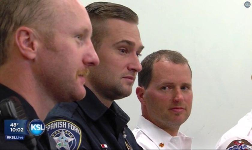 O policial Tyler Beddoes (ao centro) foi uma das primeiras pessoas a ver a cena do acidente. (Foto: KSL)