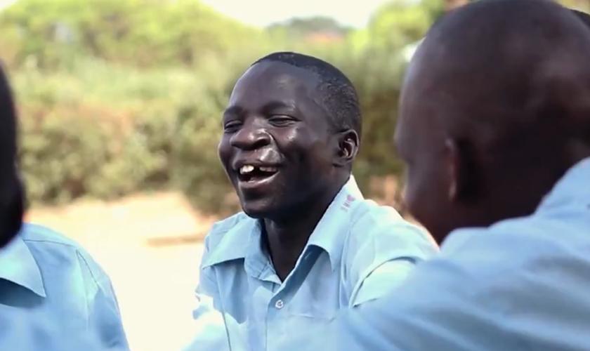 Isaac foi resgatado por uma organização cristã e agora pode dormir em paz. (Foto: Reprodução).