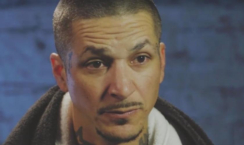 Cesar começou a usar drogas aos 15 anos e foi preso aos 17. (Foto: Reprodução).