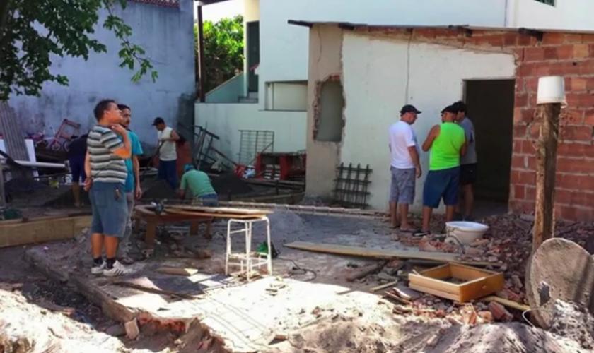 Igreja em Vila Velha restaura móveis e eletrodomésticos que foram jogados no lixo. (Foto: Reprodução/TV Gazeta)