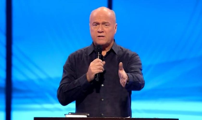 Pastor Greg Laurie lidera a Harvest Christian Fellowship e investe em uma das maiores cruzadas evangelísticas do mundo. (Imagem: Youtube)