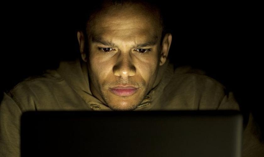 Evangélicos são os que mais condenam e assistem pornografia, diz pesquisa. (Foto: iStock)