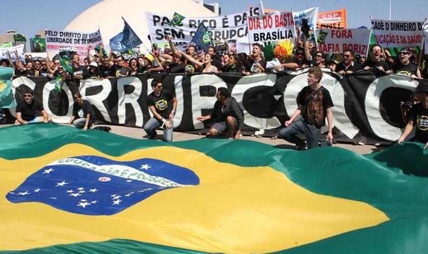 Manifestantes protestam contra a corrupção em Brasília, em 2011. (Foto: Último Segundo - IG)
