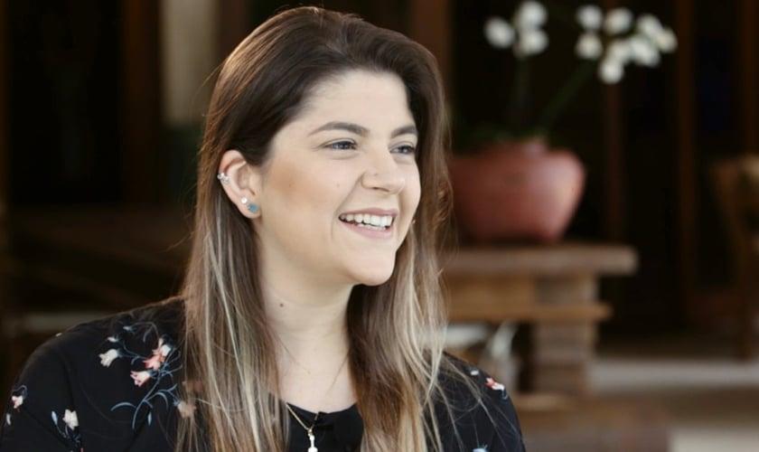 Laura Souguellis é cantora cristã e ministra tanto dentro como fora do Brasil. (Foto: Reprodução).