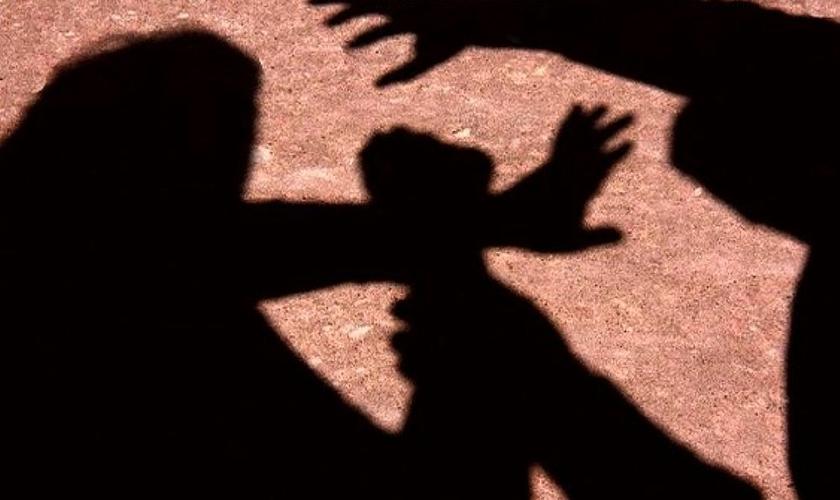 Imagem ilustrativa.Estupradores desistem de ataque após visão de Jesus protegendo jovem. (Foto: Reprodução)