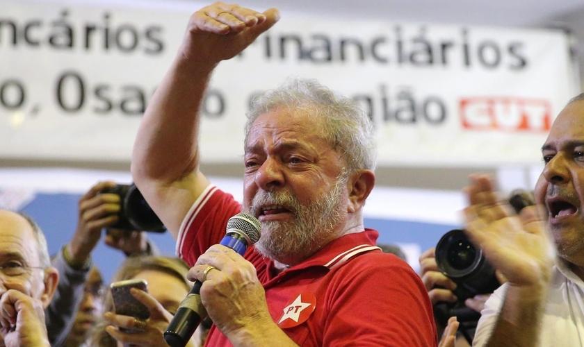 Lula chegou a ser condenado a nove anos e meio de prisão após investigações da Operação Lava Jato. (Foto: Senadinho São Gonçalo)