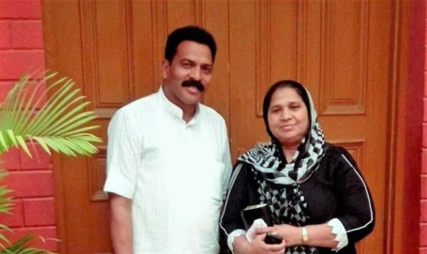 Pastor Sultan Masih (esquerda) foi assassinado após receber ameaças via redes sociais. (Foto: Daily Wire)