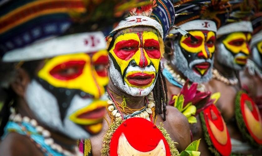 Moradores de Papua Nova Guiné costumam se pintar para guerras e rituais. (Foto: Portal Photos - Fábio Elias)