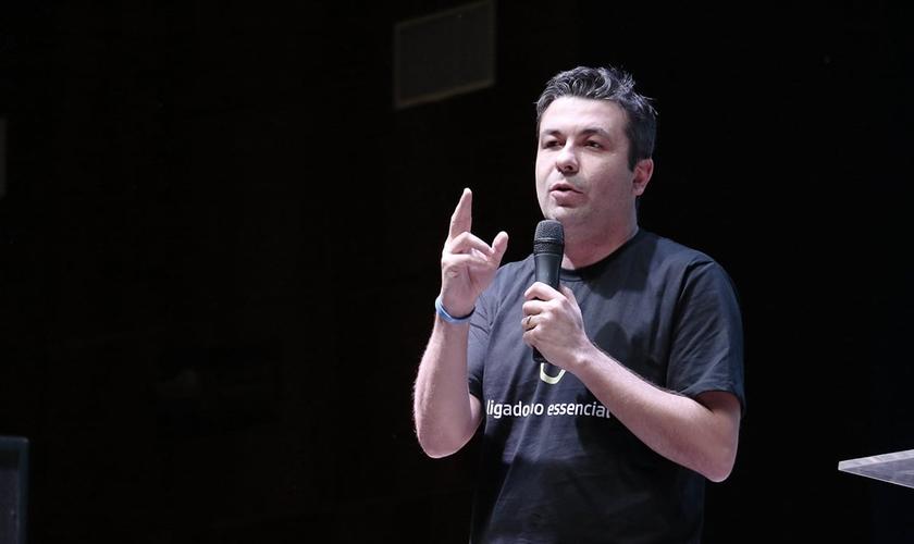 Pastor Junior Mendes, responsável pelo Encontro Nacional de Universitários. (Foto: Guiame/Marcos Paulo Corrêa)