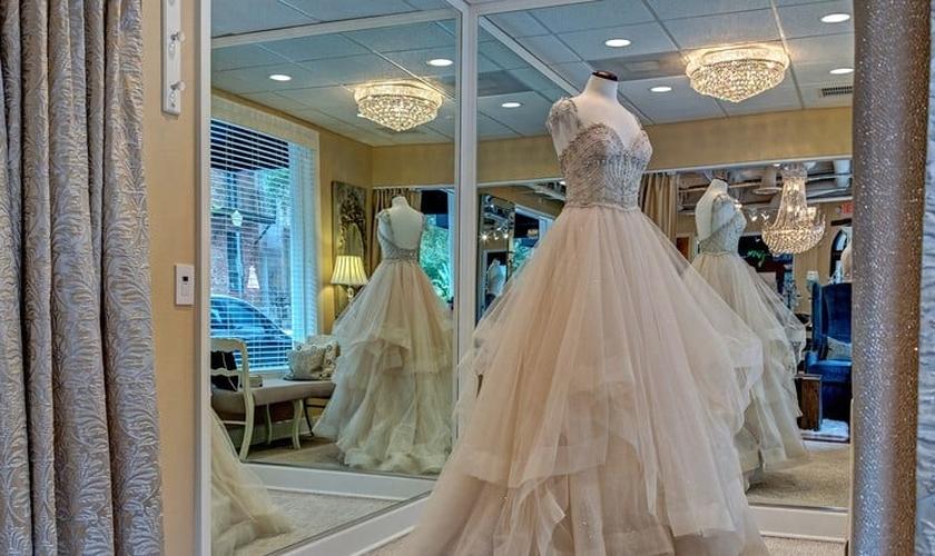 Vestido de noiva, exposto em loja dos EUA. (Foto: Wedding Wire)