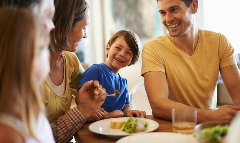 Imagem ilustrativa. Inicie uma reeducação alimentar em família. (Foto: Balancing The Busy)